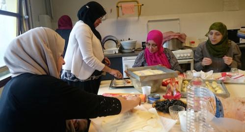 A l'école de leurs enfants, elles cuisinent le monde (p.57)