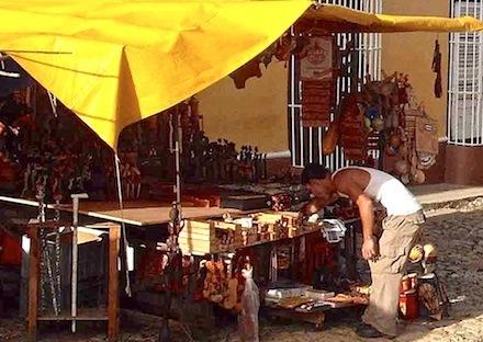 Au Candonga, la lutte quotidienne des marchands