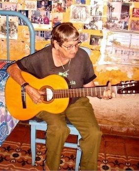 Une voix très profonde ou l'âme du peuple en chanson