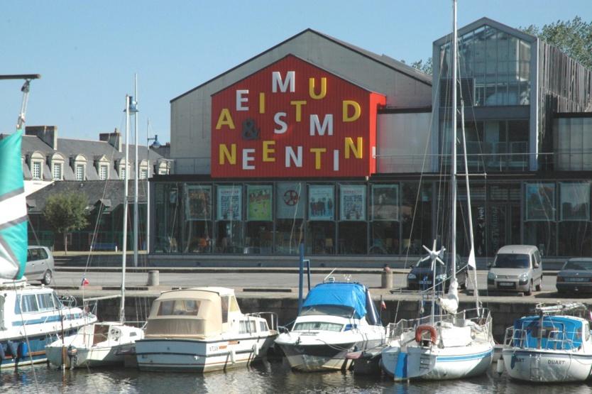 Depuis 2004, Manivel a son cinéma, sur les quais du port de Redon, avec cinq salles de projection.