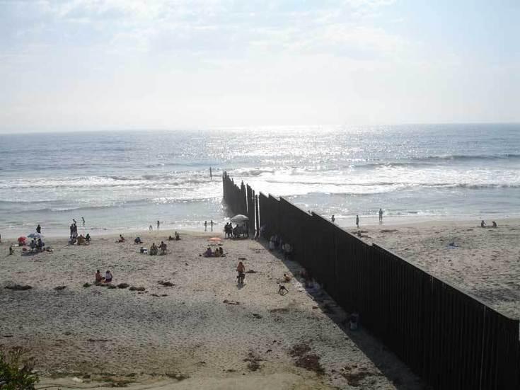 La plage de Tijuana - San Diego. Les murs-frontières se multiplient dans le monde