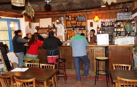 Le bar est aussi un lieu pour des spectacles certains soirs.