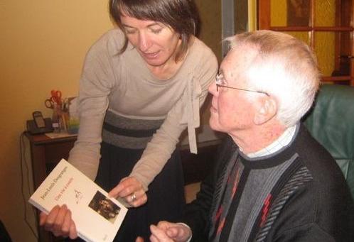 Thérèse Bardaine : la remise de l'ouvrage, un moment d'émotion.