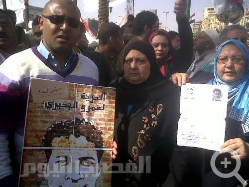 La famille d'Al-Beheiry manifestant pour faire libérer Amr (photo Heba Afify)