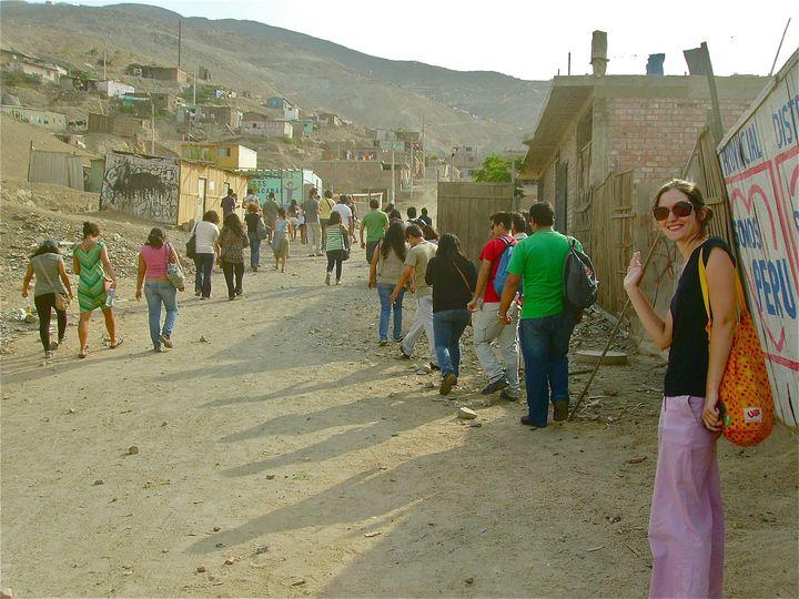 Émilie Etienne dans le quartier populaire de Manchay près de Lima