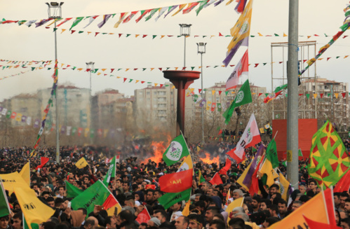Foule à Diyarbakir le 21 mars 2017 à la fête du Newroz, le nouvel an kurde