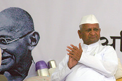 La victoire d'Anna Hazare, le « nouveau Gandhi »
