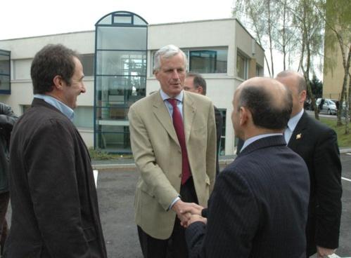 Visite de Michel Barnier, alors ministre de l'agriculture à Combourtillé (avril 2009).