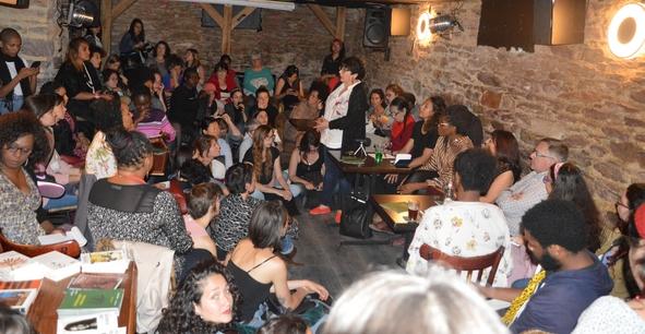 Djamila Ribeiro était à Rennes, le 15 mai dernier à l'invitation du Collectif Brésil. Elle est intervenue au Lycée Chateaubriand, à l'association « Reconstruire». En soirée elle a présenté les sujets de son livre devant environ soixante dix personnes au Bar Le Mélies.