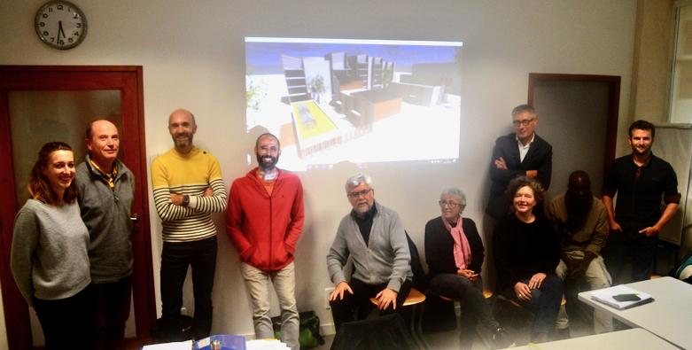 Quelques uns des membres du groupe d'habitat participatif lors de leur réunion du 10 octobre 2019, avec les architectes, le représentant du promoteur et l'accompagnateur d'Epok.