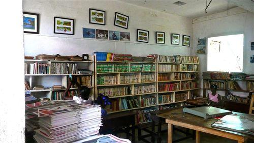 La bibliothèque d'une école aux Abricots