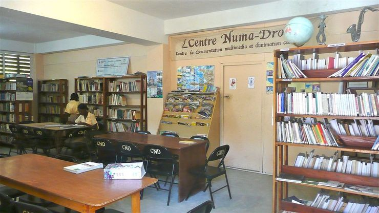 Les lycéennes à la bibliothèque Nouma Drouin