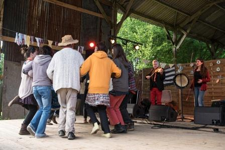 Fest-noz à l'Eco domaine Le Bois du barde (photo : Eric Legret).
