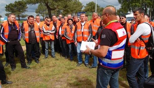 Le «briefing» de l'équipe de sécurité avant le départ