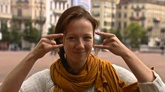 Laurène, journaliste stagiaire, sourde et muette