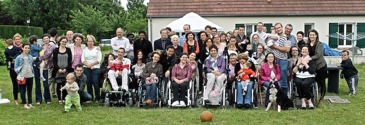 Juin 2013 - Béatrice (à droite avec sa fille Mathilde) chez elle à Houdan (Yvelines). Premier rassemblement avec ''ses'' bébés