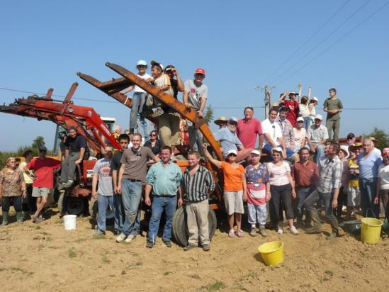 Les ramasseurs de patates à Corps-Nuds. Août 2008. Photo Robert Meunier
