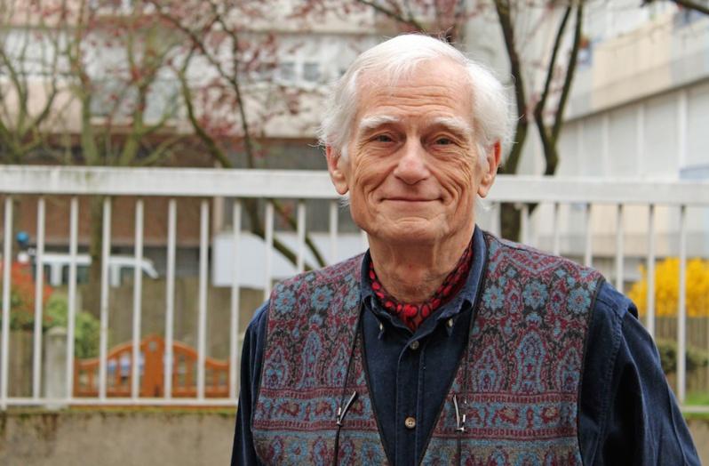 Jean-Pierre Cazes, diplômé d'économie et curieux de sociologie, qui a exercé différents métiers dans la gestion avant de se diriger vers la production de spectacles. Pendant six ans, il a été président de la communauté Emmaüs de Chambéry, fondée par le Père Eugène, un proche de l'abbé Pierre