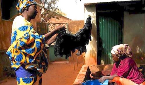 Le sac plastique, l'or noir des femmes de Bobo-Dioulasso
