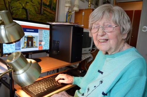 Dagny Carlsson a commencé ses cours d'informatique à l'âge de 99 ans.