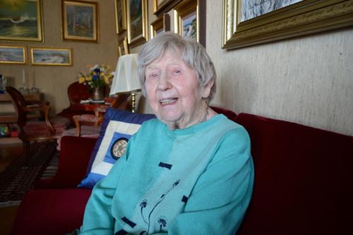 En Suède, les médias la décrivent comme la blogueuse la plus âgée au monde.