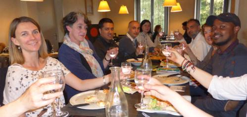 Repas de fin d'année pour les  élèves étrangers et leurs profs dont Carine Ernoult (à g.)
