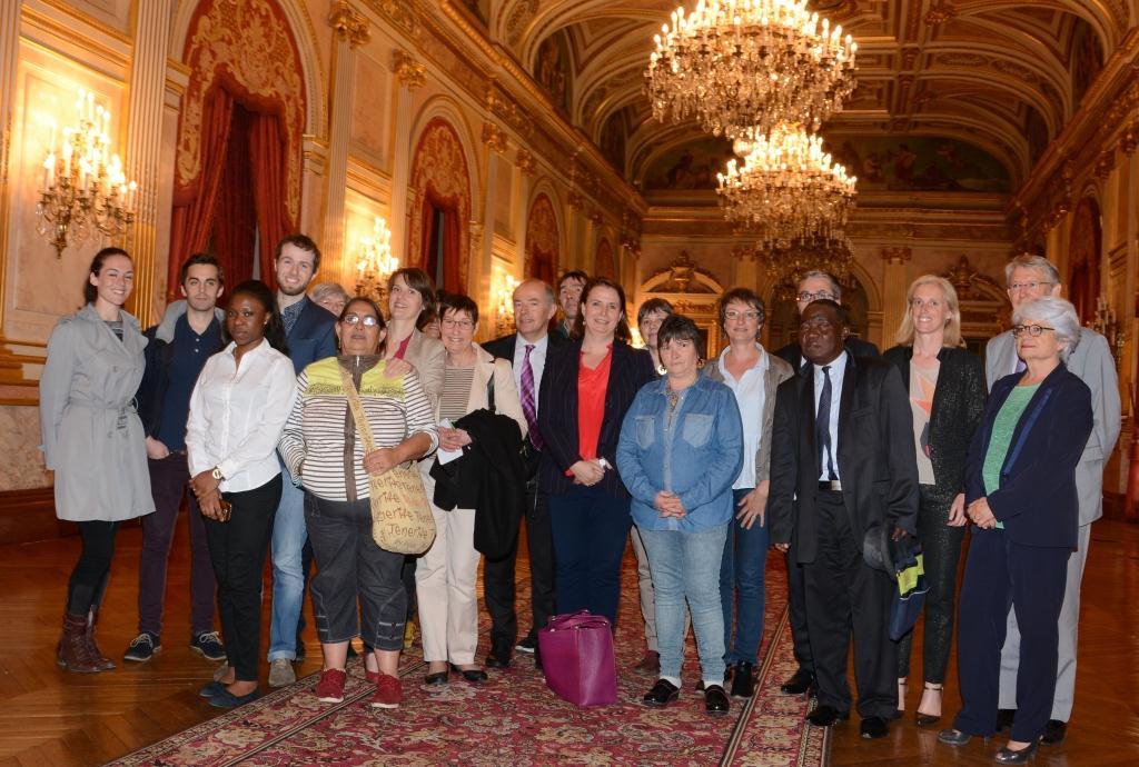 14 juin 2016, les membres d'ATD Quart Monde étaient à l'Assemblée nationale suite au vote de la loi contre la discrimination à raison de la précarité sociale (photo François Phliponeau ATD Quart Monde)