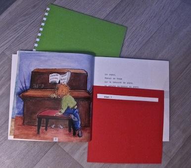 Un livre, un CD mais aussi un livret en braille intégral, un marque-page avec lucarne de lecture…