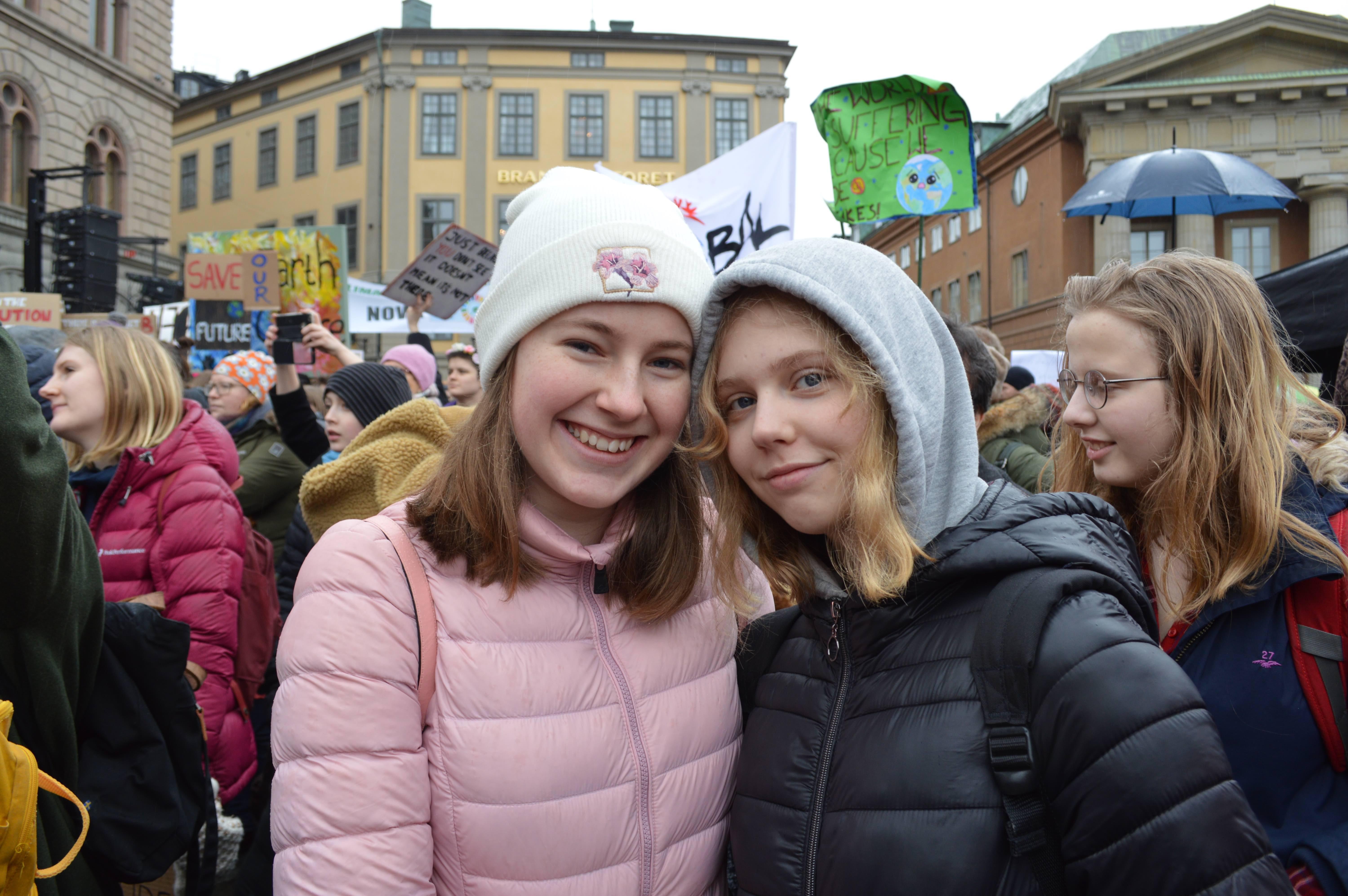 Tove et Ida, 14 ans, ont fait la grève de l'école pour aller manifester.