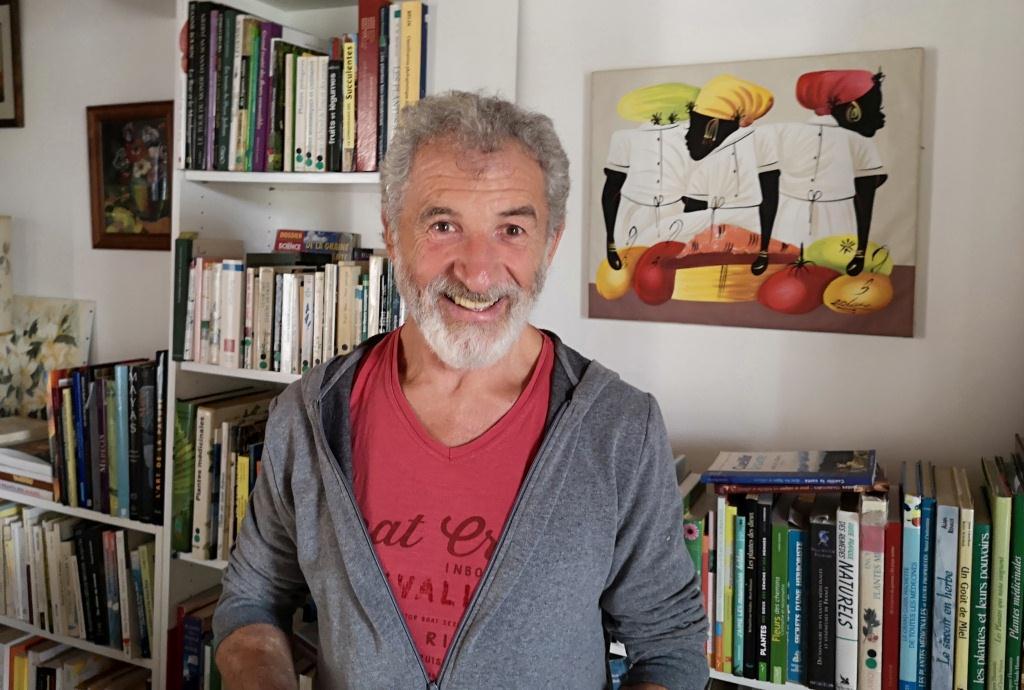 Jean-Pierre Nicolas, anthropologue, ethnobotaniste et ethnopharmacologue, infatigable passeur de la mémoire des plantes qui soignent (photo : T. Ruellan).