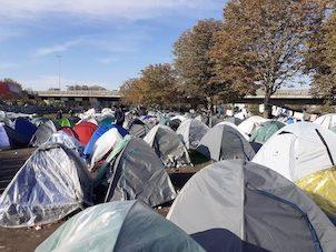 Chez les exilés de Saint-Denis : « On a plus peur de mourir de faim que du virus »