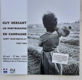 Affiche de l'exposition à l'entrée du bâtiment de la présidence de l'Univerité Rennes2