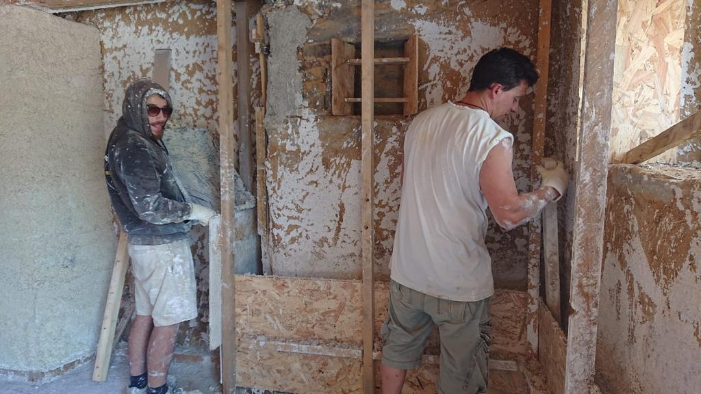 Ces jeunes éco-constructeurs ne craignent pas la crise