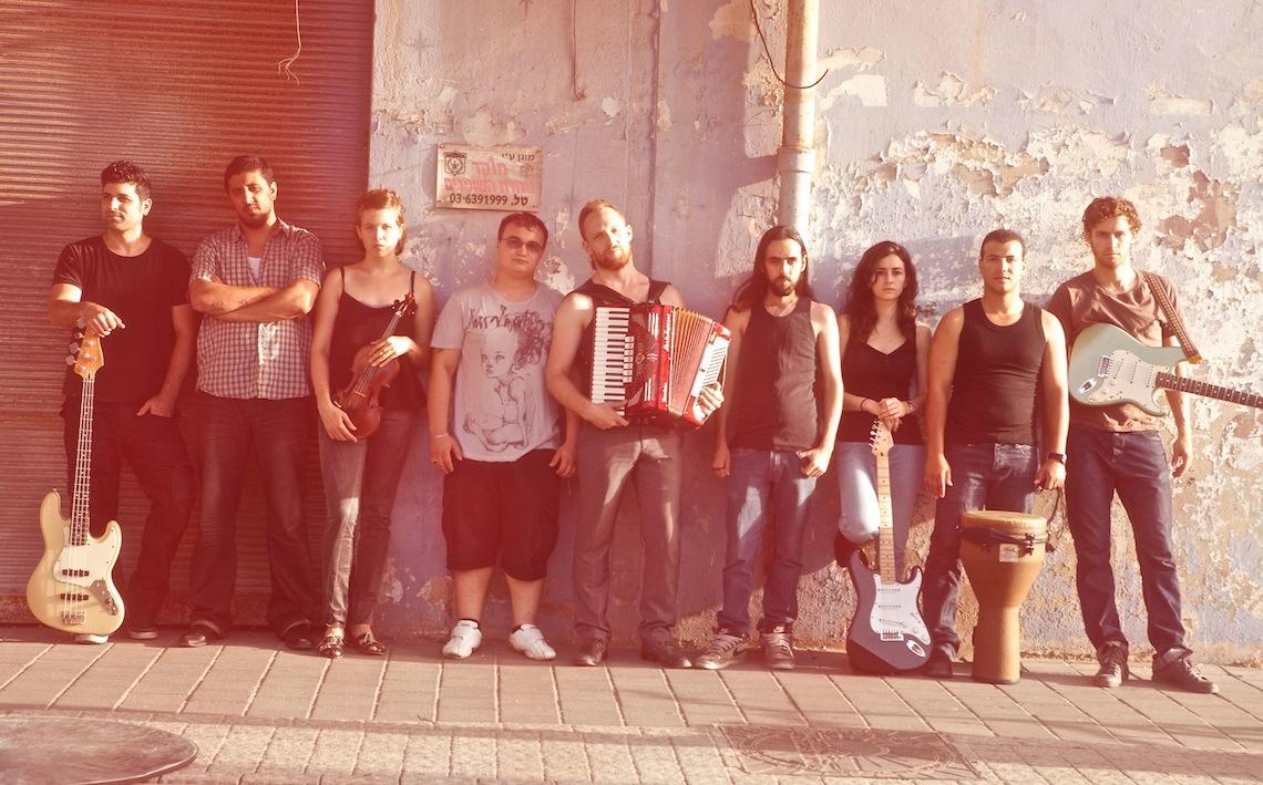 Au centre, à l'accordéon, Neta. (Photo Dudy Dayan)