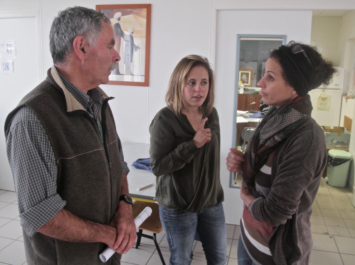 Avec Hajiba (à d), la directrice, et Hassina, bénévole, étudiante en master2