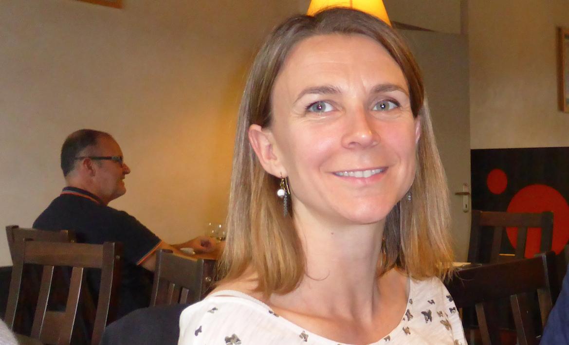Carine Ernoult est entourée d'un collectif de profs et d'élèves