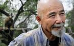 Au Kazakhstan, l'homme et l'oiseau