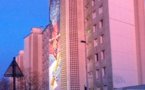 """Quand Heol fait """"splash"""" sur la façade du """"grand bleu""""."""