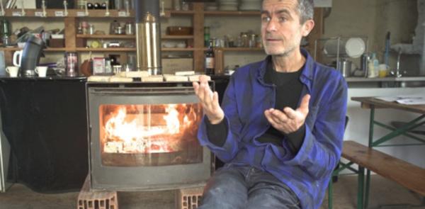 L'artiste de Thourie, son jardin et sa grange théâtre