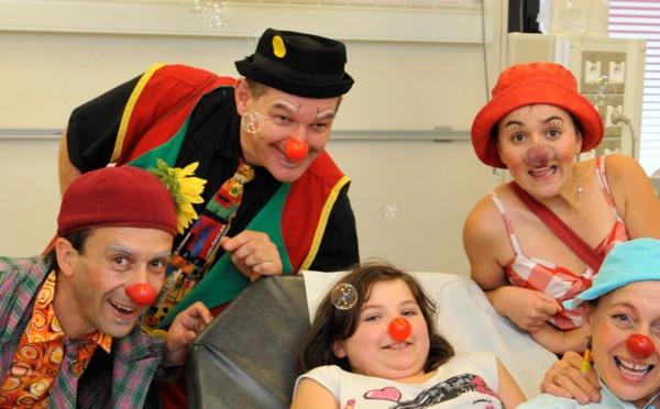 Les « docteurs-clowns » accompagnent les enfants à l'hôpital