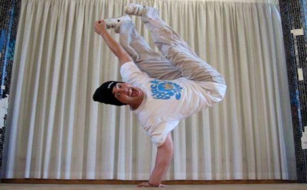 Le danseur hip-hop brise les frontières