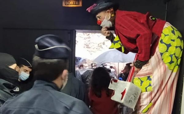 Des policiers au théâtre, samedi, à travers le pays
