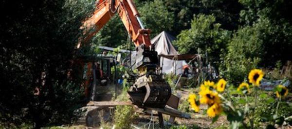 A Aubervillers, police et pelleteuse contre les jardins ouvriers