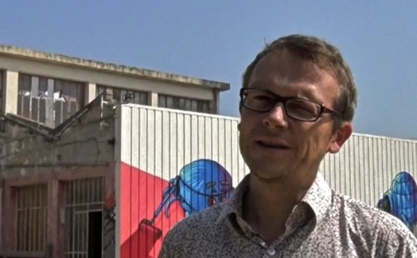 Dans l'ancienne usine, Alain Hélou fabrique un art renversant