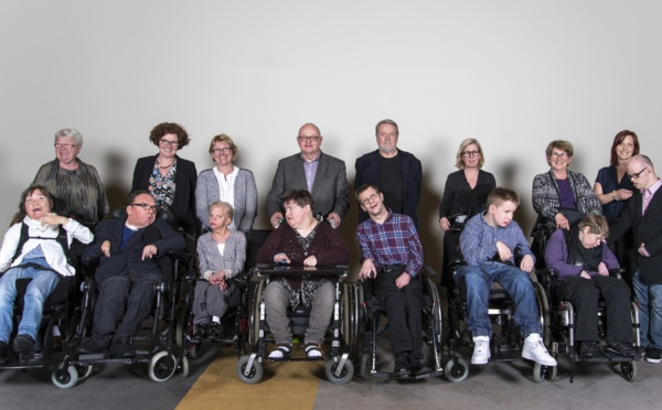En Suède, Magnus et ses amis polyhandicapés dirigent leur association