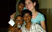 Une jeune française en Inde, avec les enfants des rues