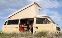 Le van où Cécile Gavlak et Alexis Voelin vivent et travaillent huit mois par année