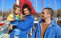 De chapiteau en bateau, pour les deux artistes de cirque, vogue la rencontre