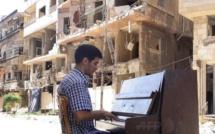Dans le camp de réfugiés, le piano d'Ayham al-Ahmad…