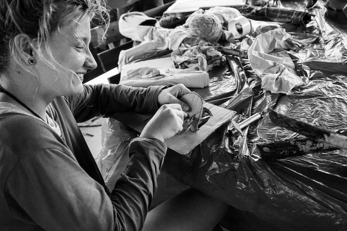 Dominika Bremer. Photo prise lors d'un festival, pour les enfants et la communauté locale de Stary Wylezin (entre Varsovie et Łódź), que Dominika organise avec des ami·e·s au sein d'une petite fondation
